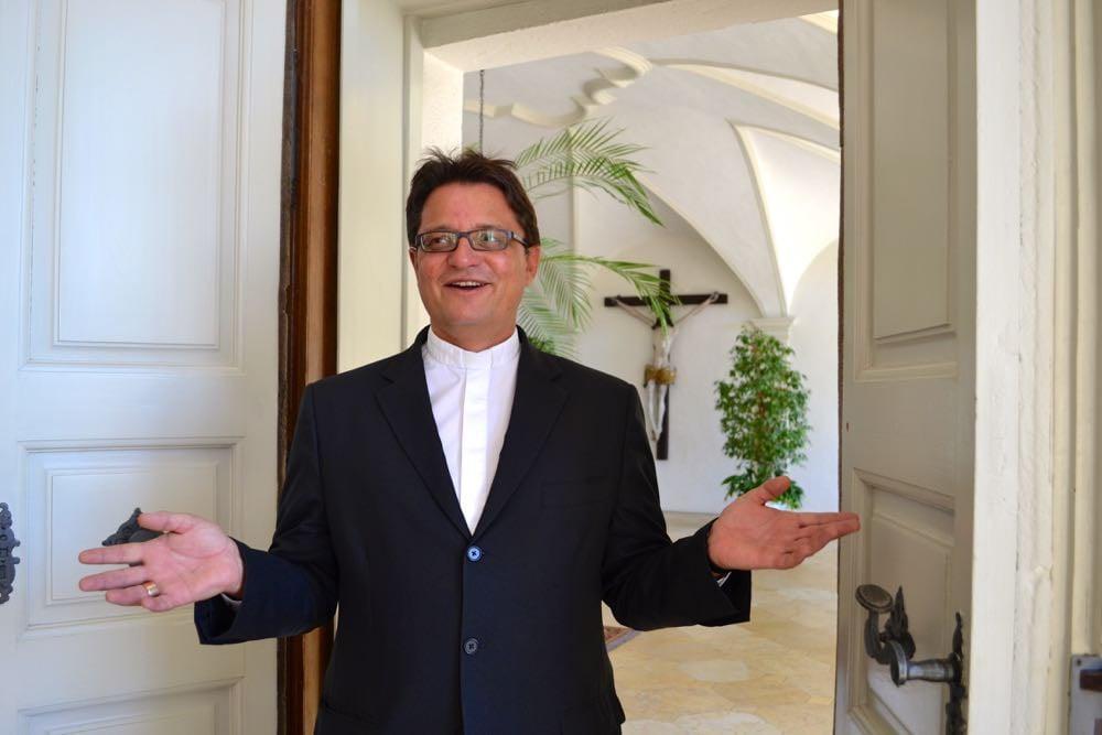 Bischof Felix Gmür wünscht sich eine Kirche, deren Tür für alle offen steht. (Bild: azi)