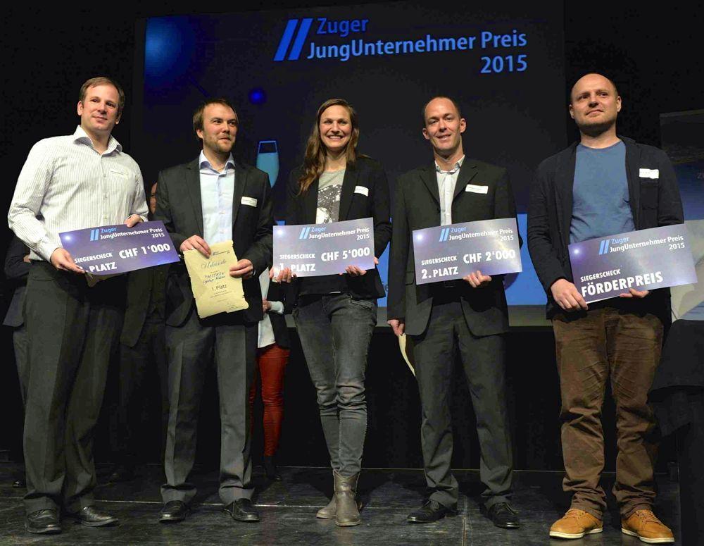 Die Gewinner des Zuger Jungunternehmerpreises 2015 an der Preisverleihung vom 1. April.