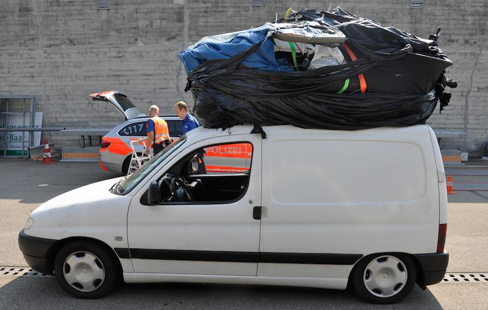 Viel hat nicht gefehlt und die Hinterräder hätten sich nicht mehr drehen können (Bild: Luzerner Polizei).