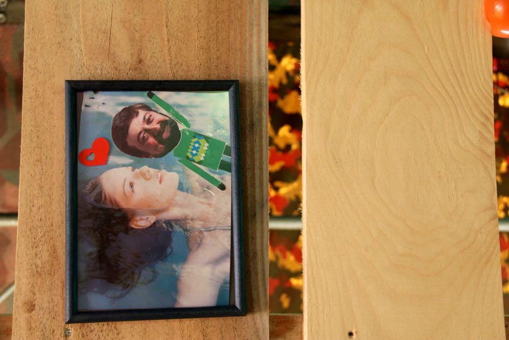 Armins Wohnung ist gespickt von «Erinnerungsfotos».