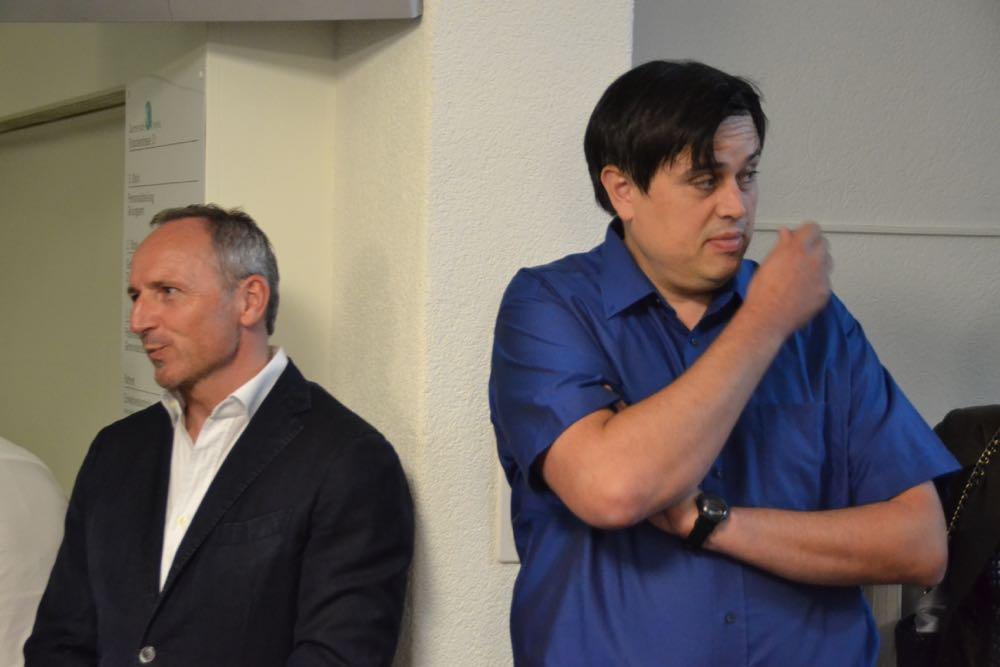 Betretene Gesichter am Sonntag nach Bekanntwerden der Wahlresultate bei den beiden Gemeinderatskandidaten Simon Konrad (FDP, links) und Patrick Koch (SVP).