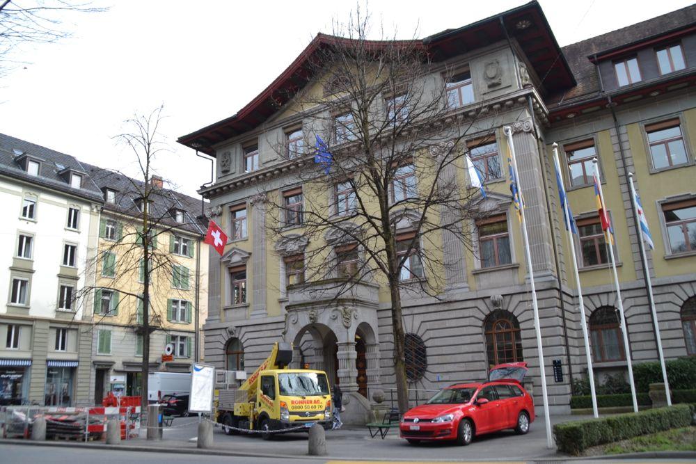 Beim Unterhalt der städtischen Liegenschaften, im Bild das Stadthaus, wird ebenfalls gespart.