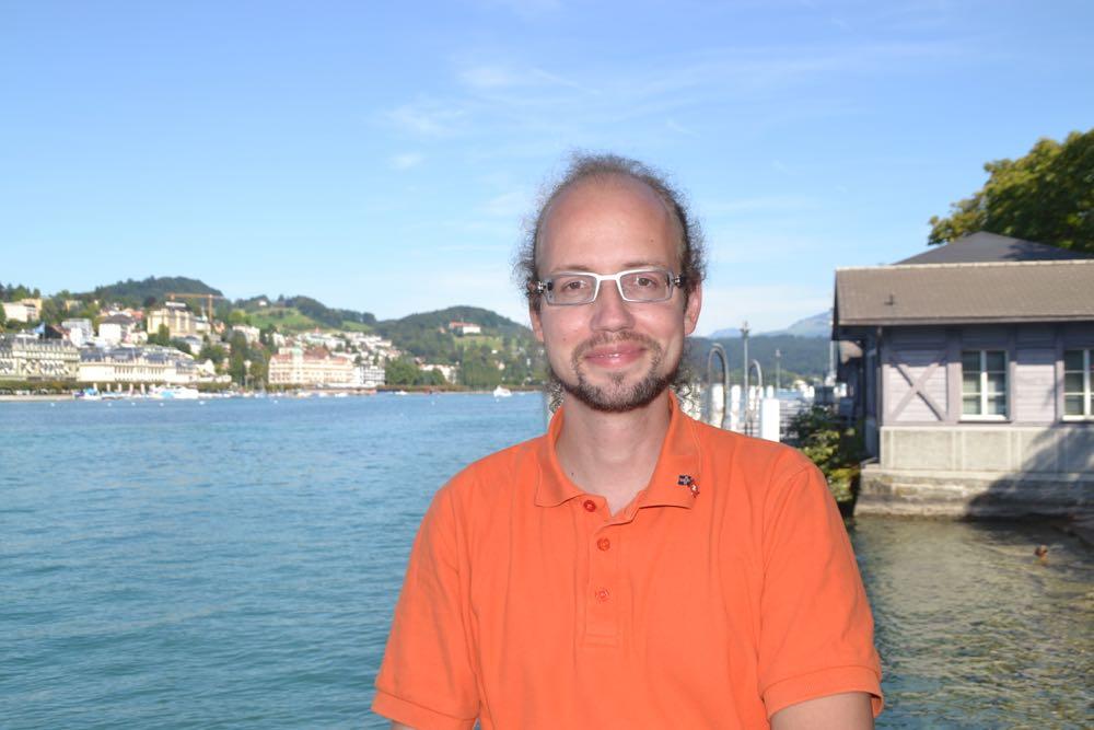 Florian Mauchle hat sich extra für's Interview ins Piratenorange geworfen.