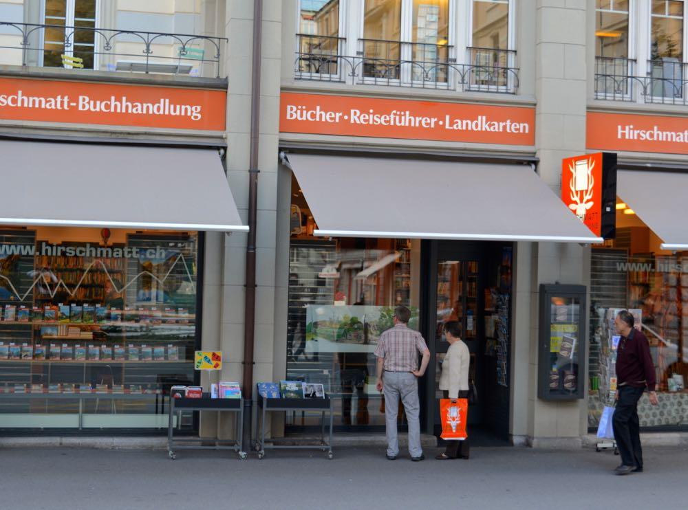 Die Buchhandlung Hirschmatt überlebt mit speziellen Businesstrategien.