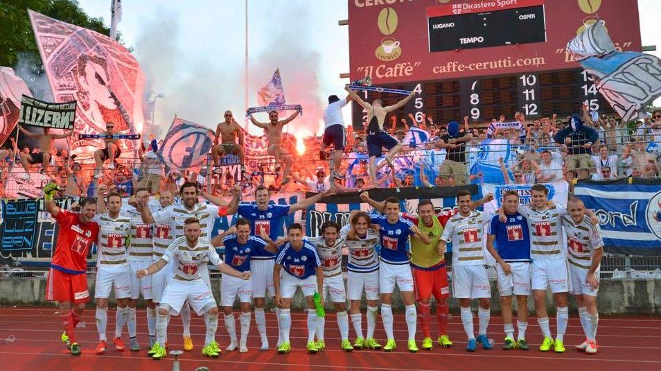 Feiern kann der Junge definitiv, hier nach dem 1:0 Sieg Ende August gegen Lugano. Wo? Vordere Reihe, ganz links.