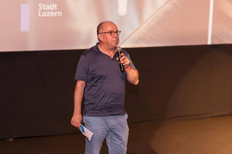 Vorpremiere zum neusten Luzerner Tatort «Ihr werdet gerichtet» in Luzern. Niklaus Zeier begrüsst die Anwesenden.