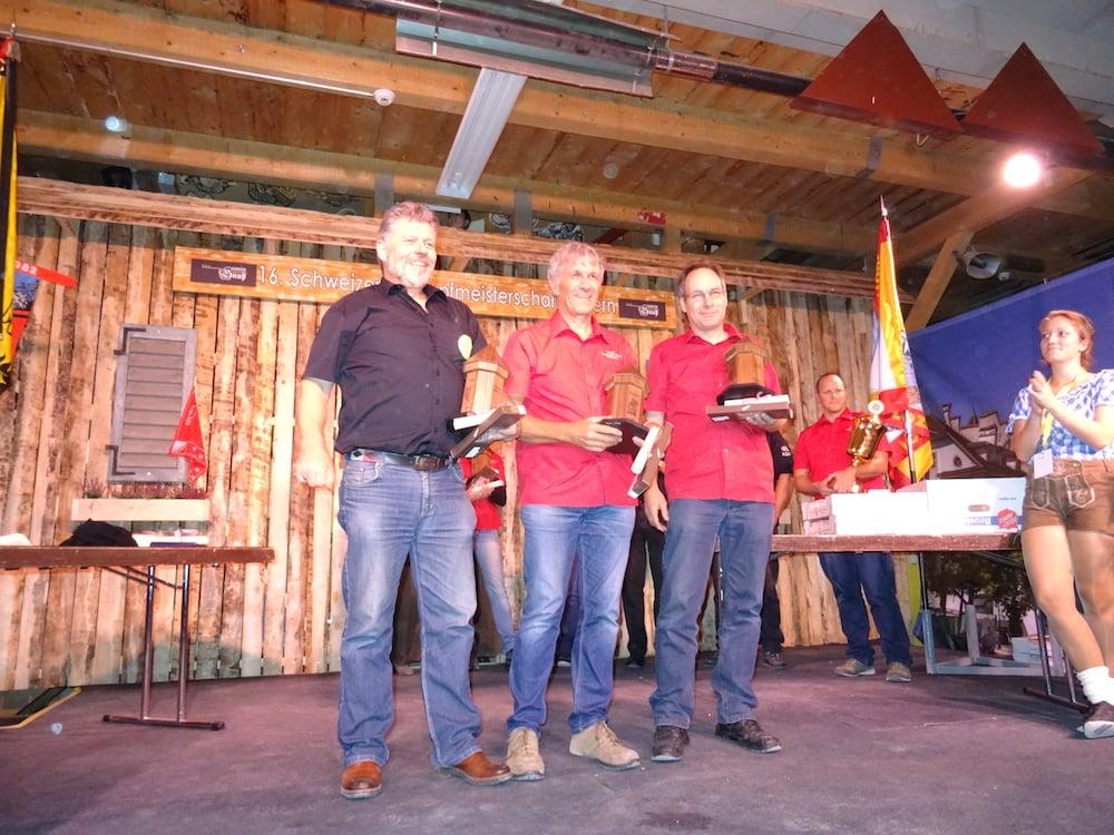 Die besten Schnupfer des Landes. v.l.: Matthias Wittwer, Snuff-Club Weisslingen, Sieger Uli Walpen, Napf-Schnupfclub Willisau und Markus Albisser, ebenfalls Napf-Schnupfclub Willisau.