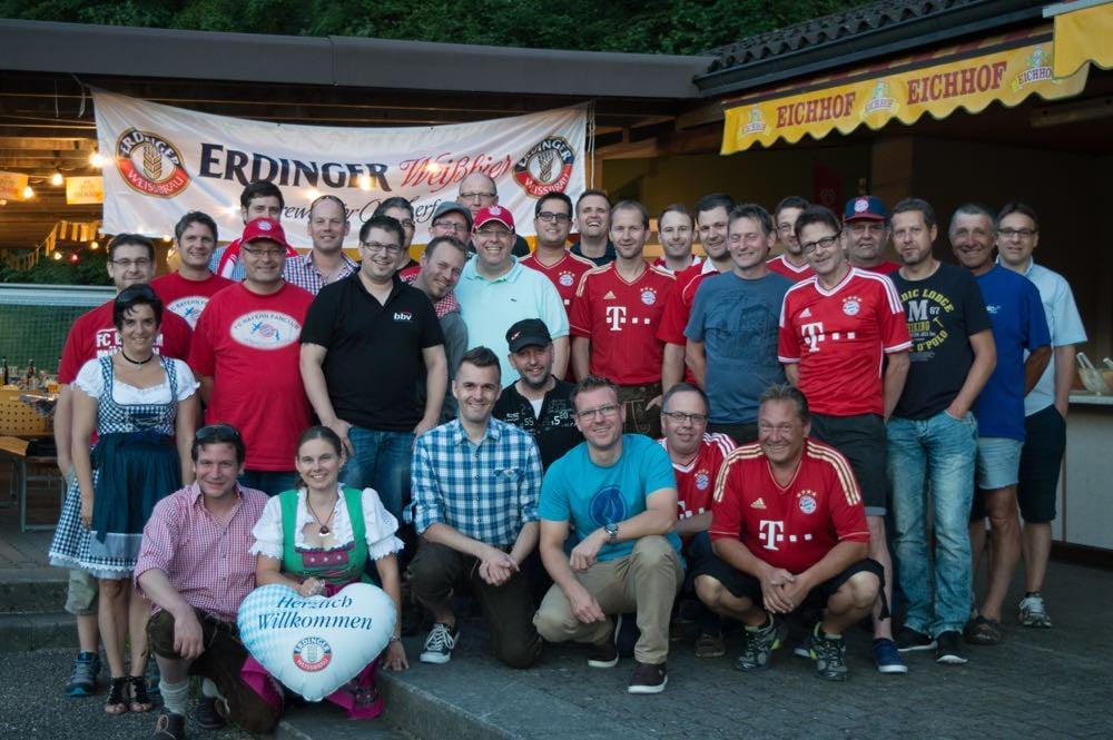Gruppenfoto vom Sommerfest des Fanclubs (Bild: Raphael Frey).