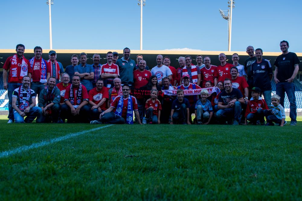 Gruppenfoto auf der Luzerner Allmend mit FCL-Trainer Markus Babbel (Bild: Raphael Frey).