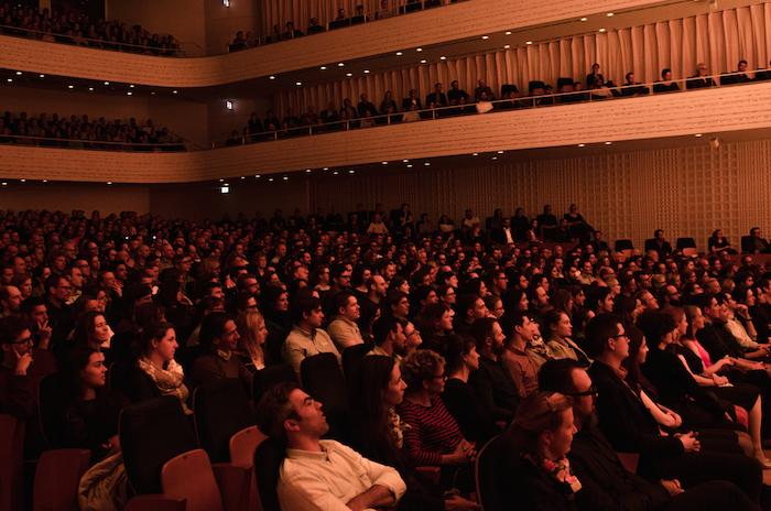 Ein ungewohntes Bild auch im Publikum des Konzertsaals. (Bild: Silvio Zeder)