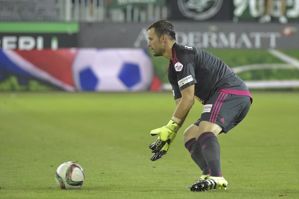 Natürlich hält David Zibung in der realen Welt einen solchen Ball. Hier im Spiel gegen den FC St. Gallen.