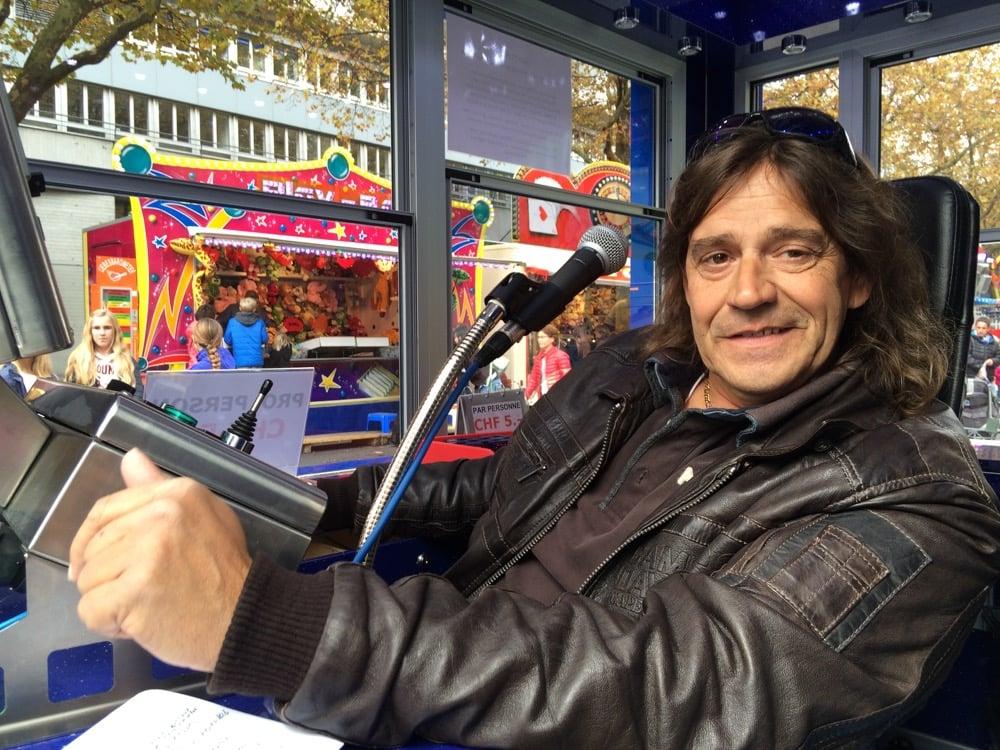 Jean-Marc Jolliet sitzt trotz der Pannen gut gelaunt hinter dem Schaltpult des «Pegasus». (Bild: azi)