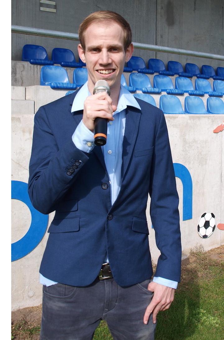 Eyer und das Mikrofon. Gut möglich, dass der 24-Jährige bald Spiele der Super League kommentieren wird.