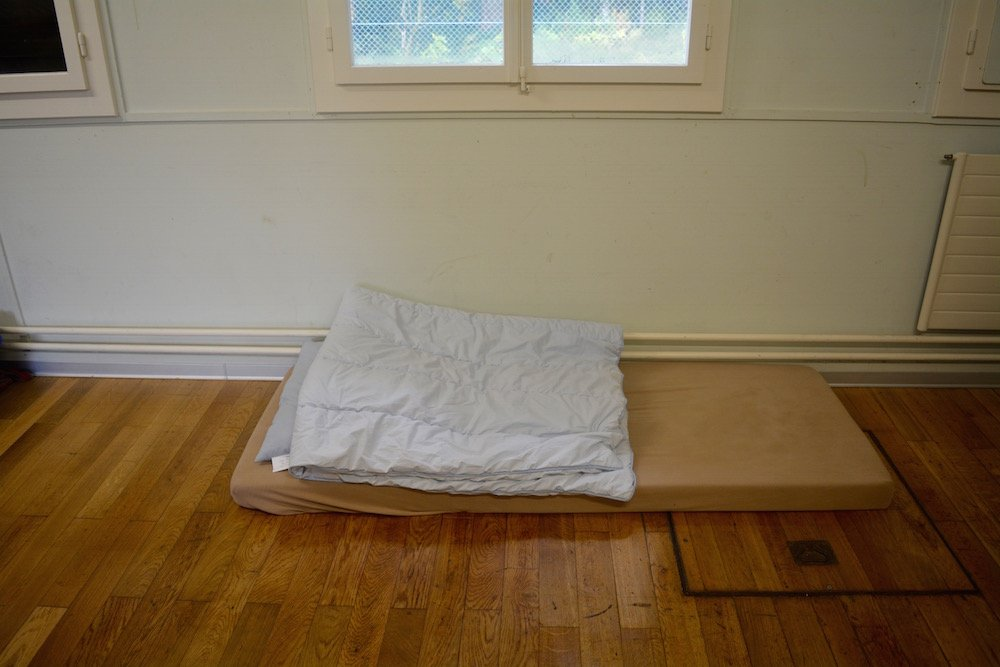 Die Lösung darauf, dass der Bewohner häufig aus dem Bett gefallen ist.