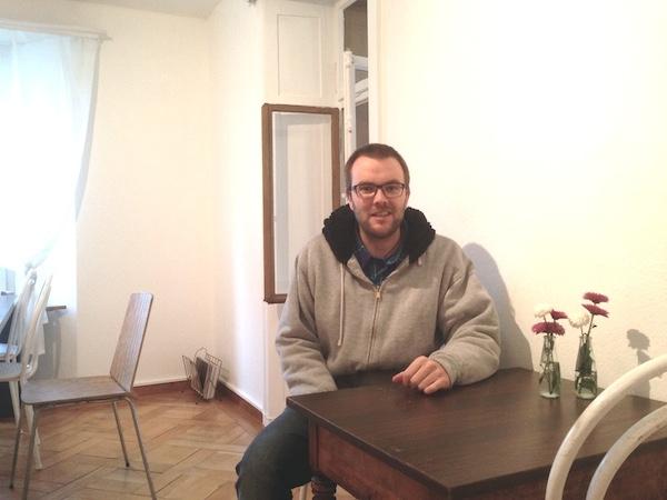 Schlüsselmeister Patrick Bützer in der Wohnung an der Albisstrasse 3 in Zug.