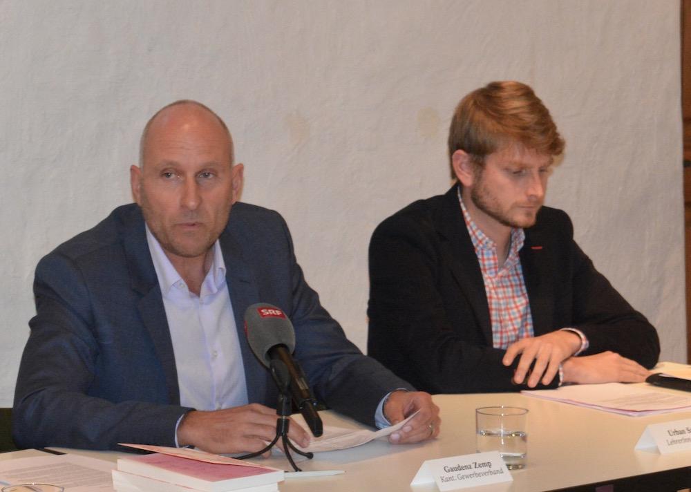 Gaudenz Zemp, Direktor Gewerbeverband des Kantons Luzerns links und Urban Sager, Vizepräsident Verband Luzerner Mittelschullehrer ergriffen ebenfalls Partei für die Fachklasse Grafik.