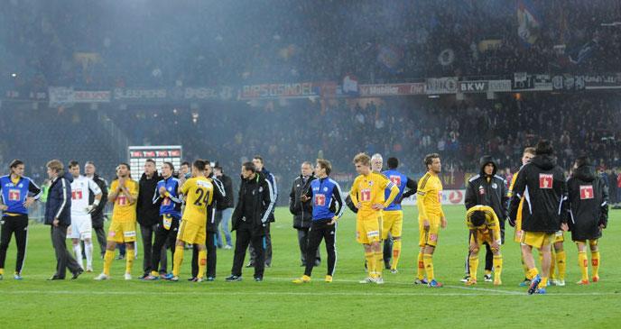 Enttäuschte Gesichter beim FCL nach der Niederlage (Bild: Dominik Stegemann).