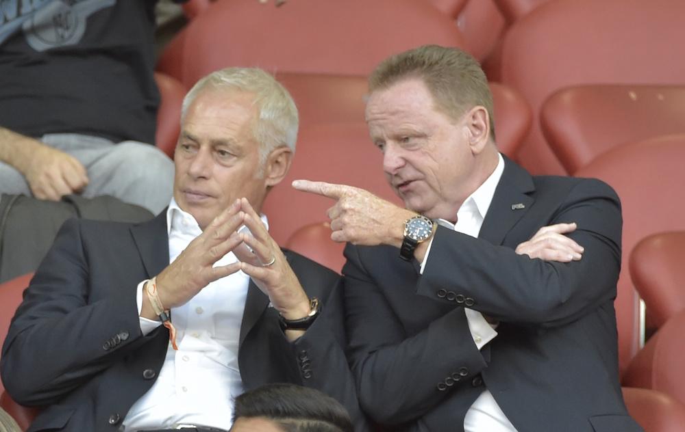 Rolf Fringer verfolgt die Fussballspiele nicht mehr von der Trainerbank, sondern von der Tribüne aus. Hier gemeinsam mit FCL-Präsident Ruedi Stäger (Foto: Martin Meienberger).