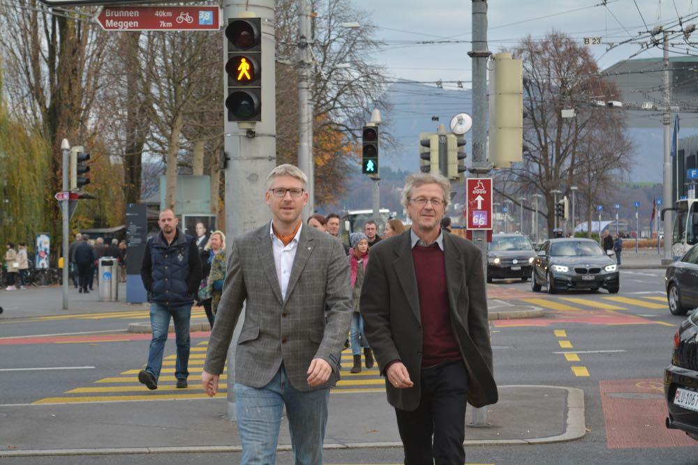 Roger Sonderegger (links) und Adrian Borgula freuen sich über das Abstimmungsergebnis.