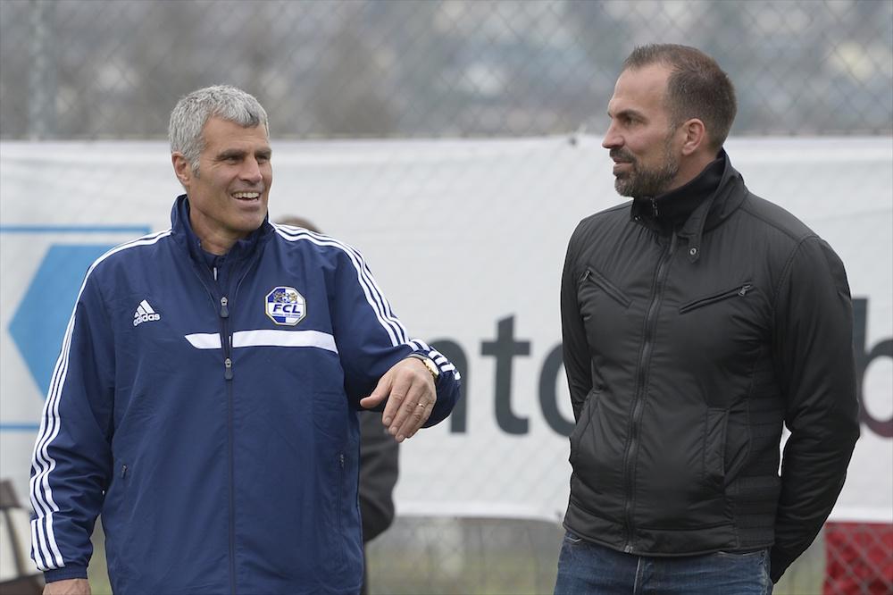 Zwei Fussballkenner unter sich. Andy Egli und Markus Babbel im Frühling 2015, als Egli noch Nachwuchschef beim FCL war (Foto: Martin Meienberger).