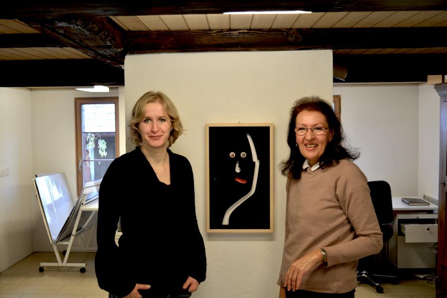 Giannina Masüger (links) und Maria Ziegler in der Z-Galerie in Baar.