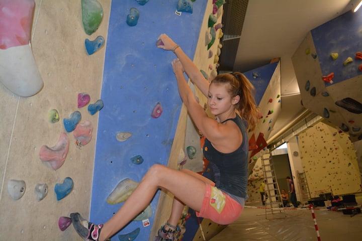 Hannah Hermann beim so genannten Bouldern: Ohne Sicherung, dafür nur wenige Meter über dem Boden.