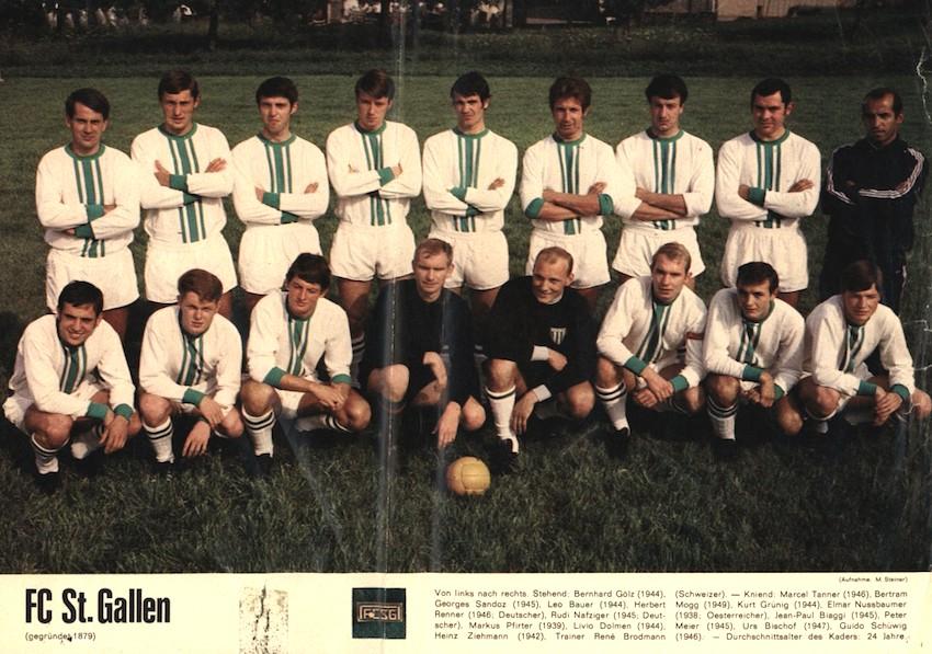 Der FC St. Gallen in der Saison 1968/69 mit Urs Bischof (kniend, zweiter von rechts).