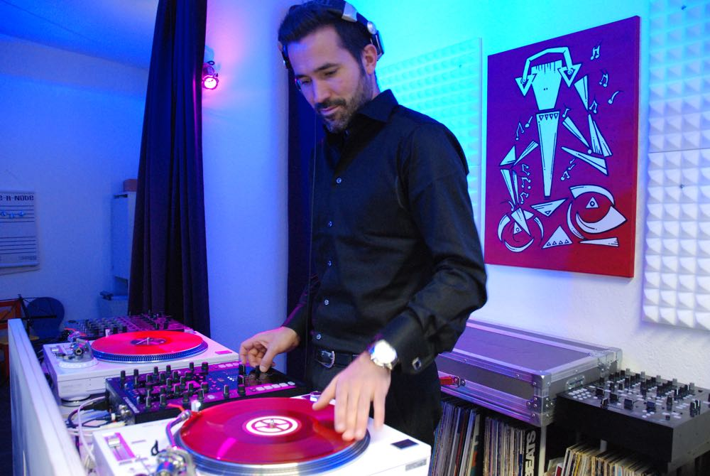 DJ Paul Eduard Wüst hat mit «Soulfoundation» in Luzern eine DJ-Schule ins Leben gerufen.