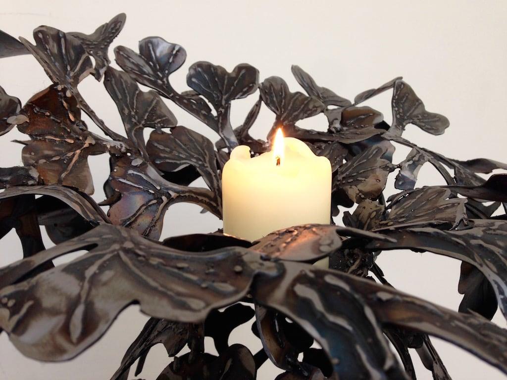 Eine Skulptur aus Gingko-Blättern: Nur wurden sie aus Stahl nachempfunden.