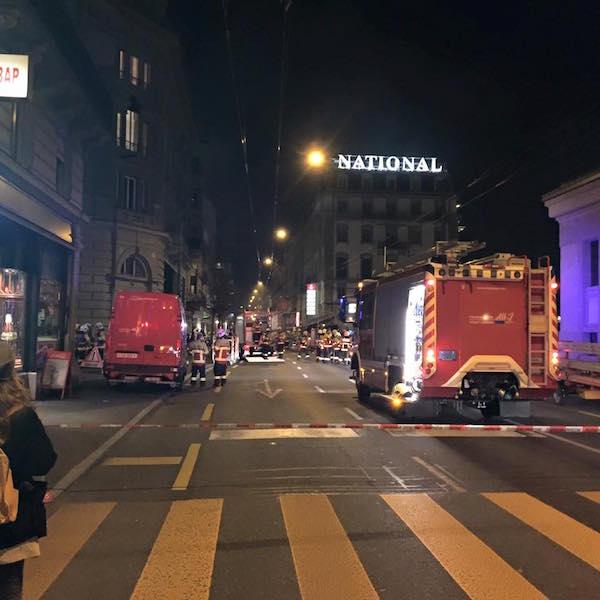 Grosseinsatz der Feuerwehr. Der Verkehr Richtung Würzenbach wird umgeleitet (Leserfoto: Angelo Fusco)