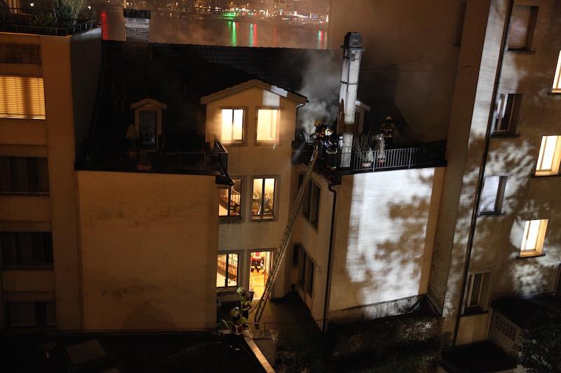 Der Brand breitete sich in den Zwischenböden und Wänden des zweiten und dritten Stocks aus.