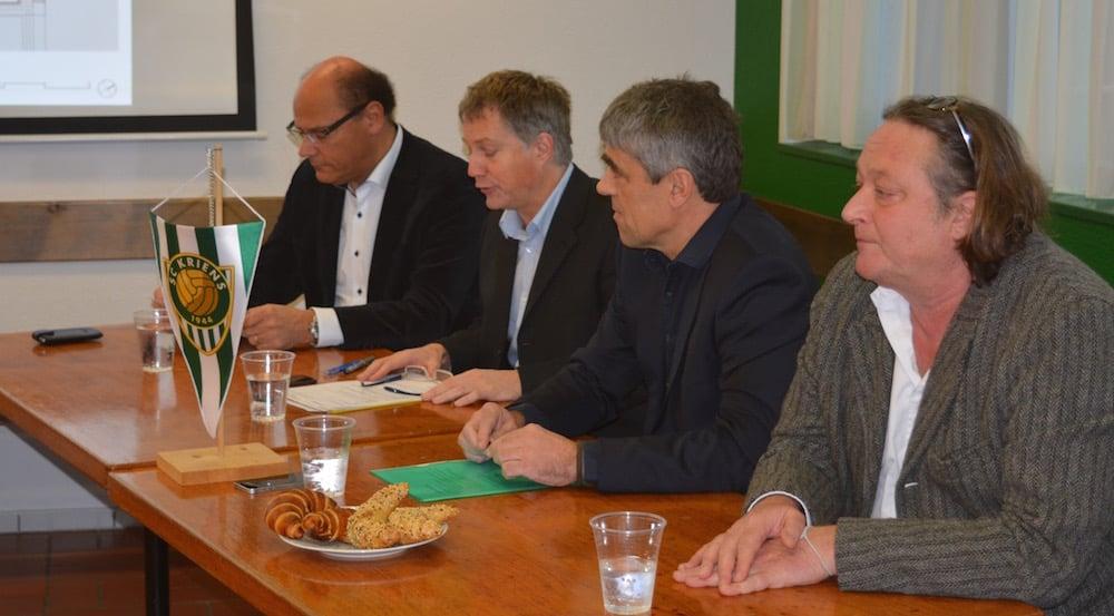 Diesen Montagmorgen informierte die Gemeinde Kriens über die Umsetzung der Projektpläne auf dem Krienser Kleinfeld. Von links: Matthias Senn, Cyrill Wiget, Werner Baumgartner und Iwan Bühler.