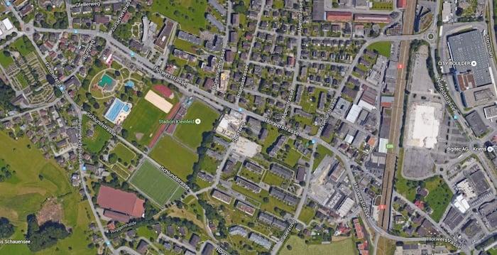 Das Stadion Kleinfeld befindet sich gleich neben dem Krienser Freibad (Bild: google maps)