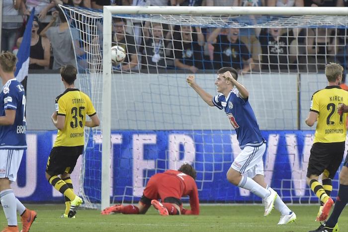 Der jubelnde Frane Cirjak trifft zum 1:4-Anschluss im Testspiel gegen Borussia Dortmund (Bild: Martin Meienberger).