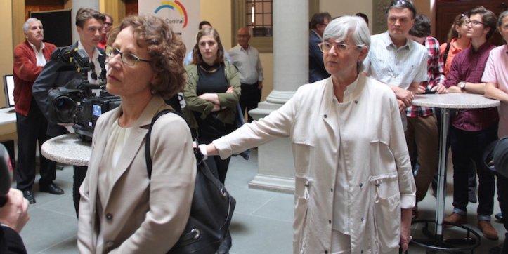 Enttäuschte Gesichter bei der SP. Felicitas Zopfi (vorne) gelang es nicht den Sitz von Yvonne Schärli (hinten) zu verteidigen.