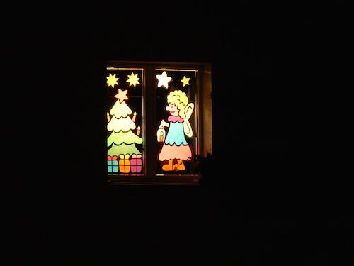 Bild 12: Ein liebevoll gestaltetes Fenster.