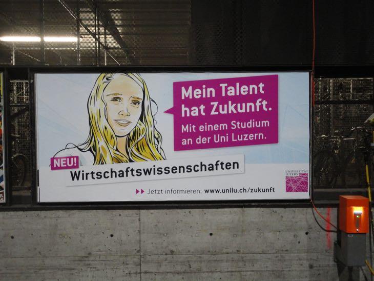 Mit diesem Plakat macht die Uni Luzern in der Deutschschweiz Werbung für ihre neue Wirtschaftsfakultät.