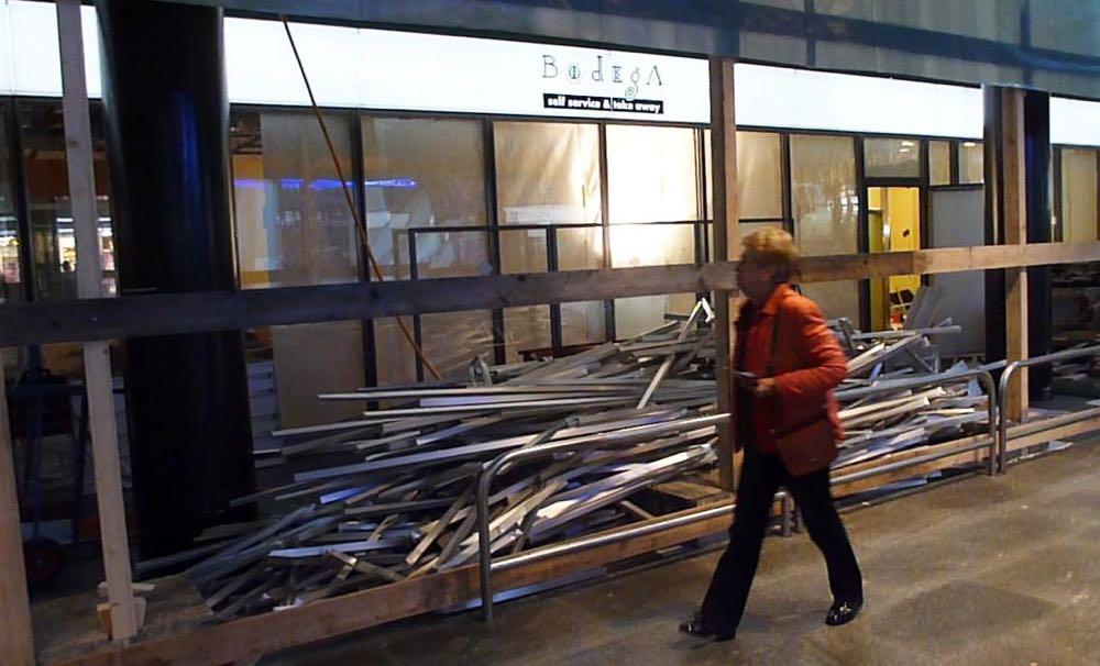 Die SBB arbeiten auf Abbruch: Die Bodega am Montagnachmittag, 15 Stunden nach der Schliessung.