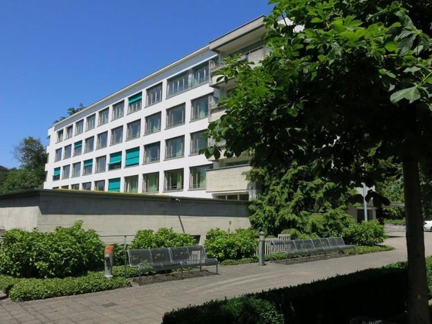 Das ehemalige Pflegeheim Hirschpark wird nun zu einem dauerhaften Asylzentrum umgenutzt (Bild: SRF).