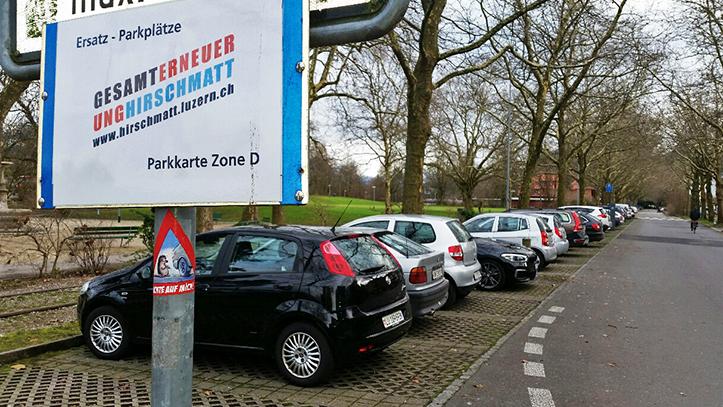 Bei der Ufschütti hat die Stadt Ersatzparkplätze für Anwohnerinnen markiert.