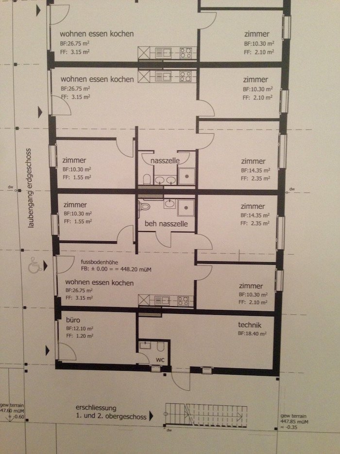 Sechs bis acht Menschen sollen in je einer 4-Zimmer-Wohnung leben.