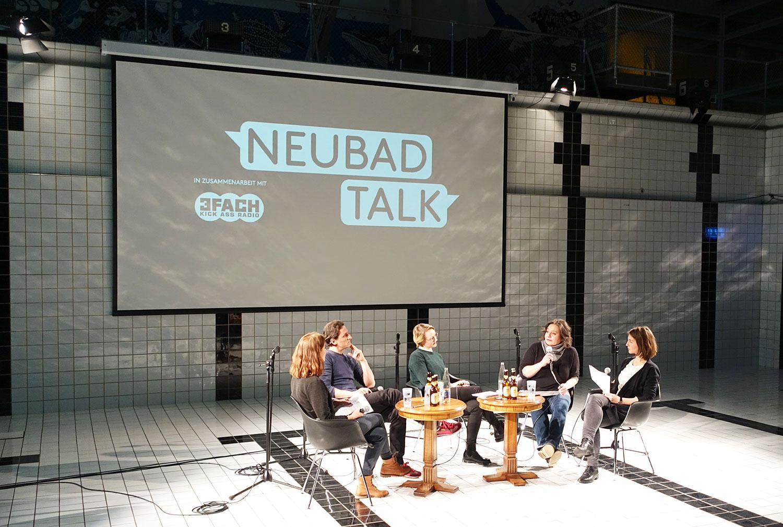 Wie weiter mit der IG Kultur? Adrian Albisser, Angela Meier und Cathérine Huth zwischen den Moderatorinnen Alice Reinhard (ganz links) und Lea Schüpbach (ganz rechts).