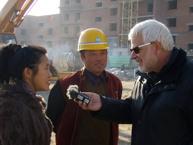 Peter Gysling beim Interview in Blagoveschensk an der Grenze zu China.