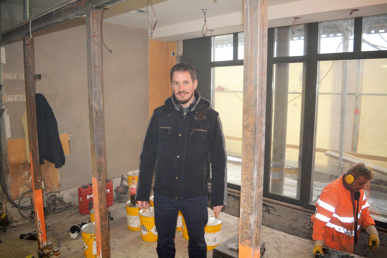Florian Eltschinger, Geschäftsführer der Remimag, besucht die Baustelle im Opus.