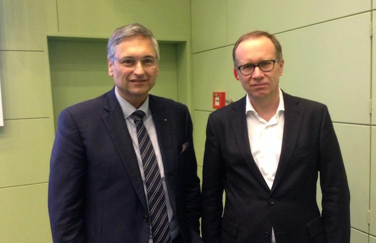 Regierungsrat Guido Graf und der Stadtluzerner Sozialdirektor Martin Merki zeigen sich mit dem Betrieb im Asylzentrum Hirschpark sehr zufrieden.