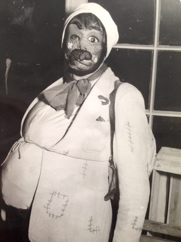 Marie Itens Mann, verkleidet als Rumäne.