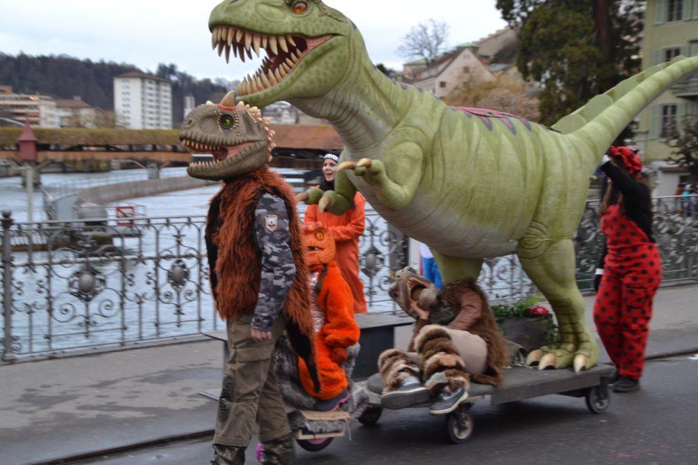 An der Luzerner Fasnacht sind rüüdige Gestalten unterwegs.