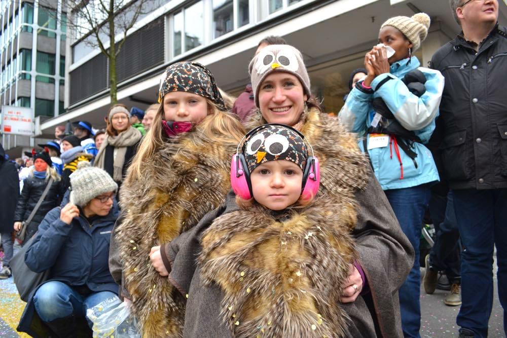 Die Familie Waldkauz: Muriel (3), Maline (8) mit Kauzmami Gabriela Bitzi aus Kriens.