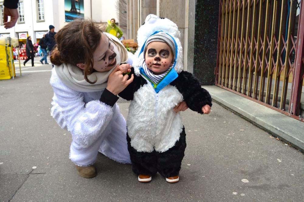 Panda Jaro (einjährig) mit Eisbär-Mami Anina Lauk aus Horw.