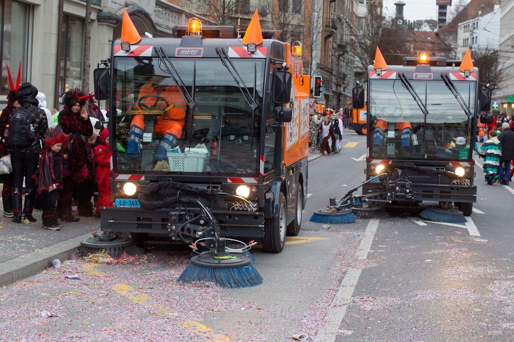 Maschinen erleichtern die Arbeit an der Luzerner Fasnacht.